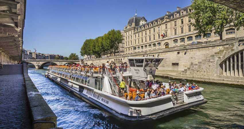 Seine River Cruise in Paris–1Hrs