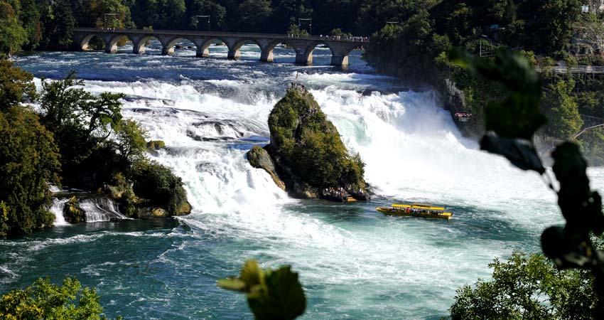 Mt Titlis - Photo stop at Rhine Falls